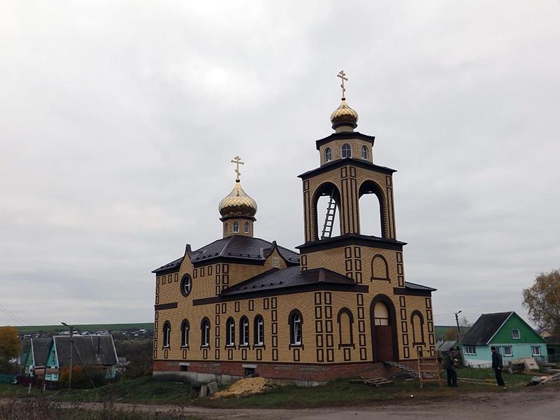 Храм в п. Петина