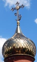 луковичной формы, отделка «в лемех» нержавеющей сталью с напылением нитридом титана
