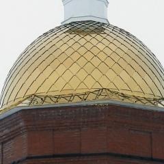 полусферической формы с восьмигранным основанием, отделка нержавеющей сталью с напылением нитридом титана